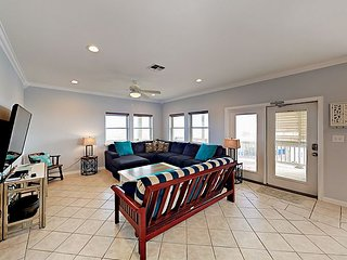 Gulf Breezes! Unit A - 2BR w/ Pool & Gulf Views - Walk to the Beach