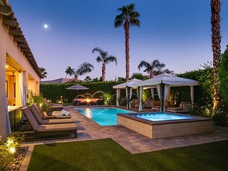 Luxury Living with Outdoor Kitchen, Golf, Bocce, 2 Casitas, Pool & Spa