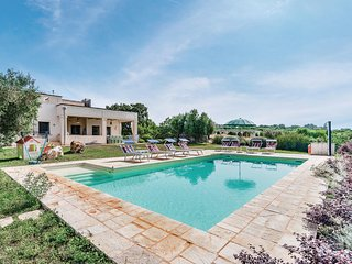 Stunning home in Ostuni w/ WiFi, Outdoor swimming pool and 5 Bedrooms (ISA297)