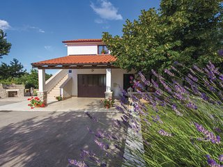 Stunning home in Pazin w/ WiFi and 2 Bedrooms
