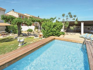 Nice home in Vallebrègues w/ Outdoor swimming pool, Outdoor swimming pool and 3