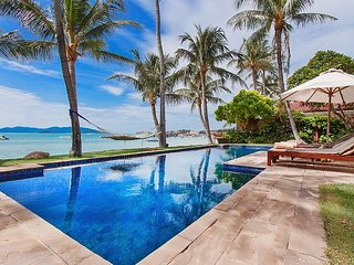 Really beautiful 7 Bedroom Villa on the beach with a private pool in Koh Samui