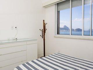 CaviRio - Luxury flat right in front Copacabana beach (A404)