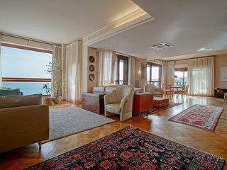Luxury Licuti Apartment