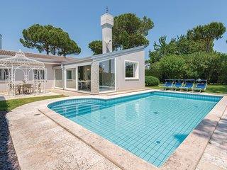 Beautiful home in Albarella w/ Outdoor swimming pool, Outdoor swimming pool and