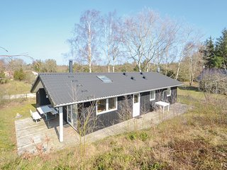 Amazing home in Grenaa w/ 3 Bedrooms