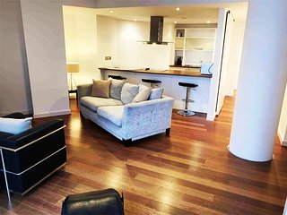 2 Bed Beautiful City Centre Apartment Sleeps 4