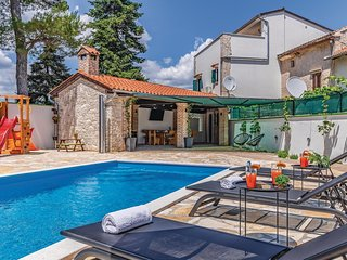 Beautiful home in Svetvincenat w/ Outdoor swimming pool, WiFi and 4 Bedrooms (CI