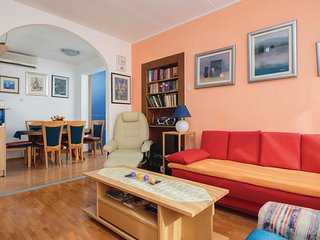 Amazing home in Split w/ WiFi and 2 Bedrooms (CDE986)