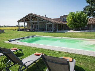 Superb holiday house of high standard in a beautiful setting with private pool!