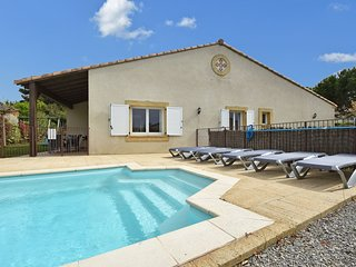 Villa with air-con, heated pool, jacuzzi, fenced garden and kids play equipment