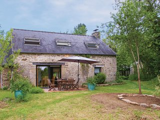 Stunning home in Le Faouet w/ WiFi and 2 Bedrooms