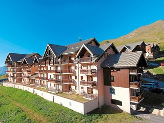 Apartment with a balcony or terrace near the piste