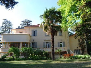 Gite with friends room in stately villa with pool and parkgarden