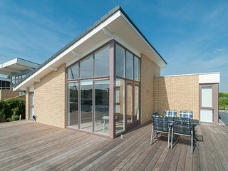 Comfortable holiday home with a private jetty in Lemmer