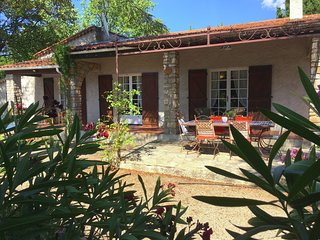 Quaint Holiday Home with Private Pool in Lorgues France
