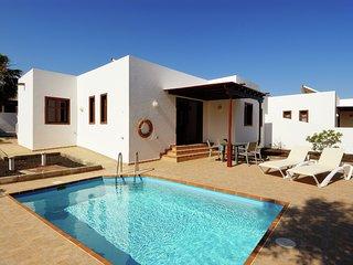 Spacious Villa in Playa Blanca with Swimming Pool