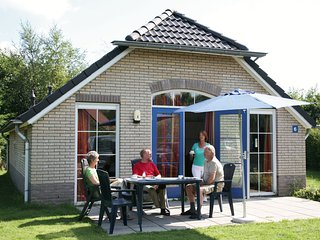 Comfortable bungalow with a combi microwave, in green Twente