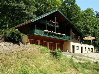 Cozy Chalet in Mürlenbach with Forest Nearby
