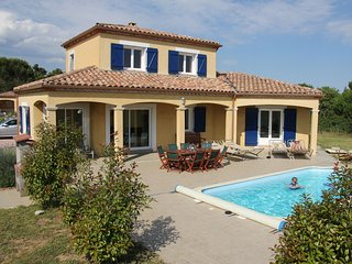 Spacious Villa near Villemoustaussou with Pool