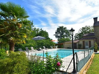 Cozy Holiday Home in Villefranche-du-Perigord with Pool
