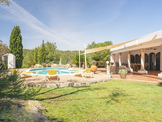 Cozy Mansion in Santa Eulària des Riu with Swimming Pool