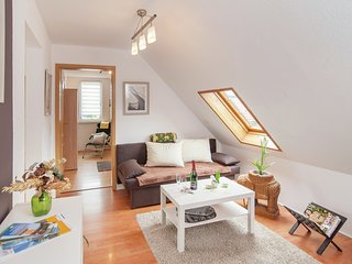 Modern attic apartment - sitting area in garden, grill and good location