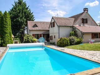 Delightful holiday home with a large private swimming pool, perfect for families