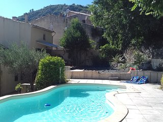 Charming villa in Meounes-les-Montrieux with private pool