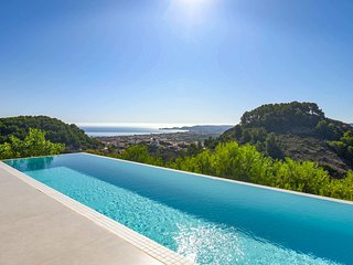 Very Luxurious Villa for 9 in Javea, a great location, view the sea, swimming po