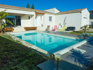 Modern holiday home with private pool in the small town of Lezignan Corbières