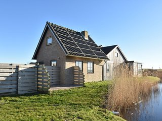 Holiday home near the Petten beach, behind the Hondsbossche Zeewering