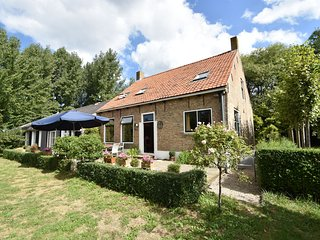 Cozy Farmhouse in Oudelande with a Garden