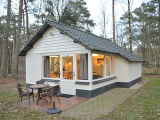 Completely detached bungalow in a nature-filled park by a large fen