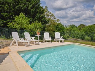 Hill View Holiday Home with Private Pool in Montcabrier