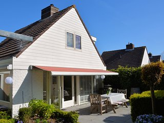 Quaint Holiday Home in Noordwijkerhout near Lake