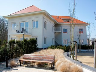 Modern apartment, dishwasher, in Noordwijk, sea at 2.5 km.