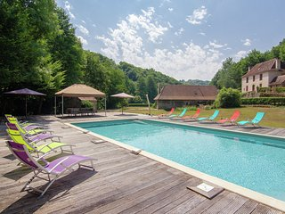 Two authentic holiday homes on a magnificant spot with private heated pool.