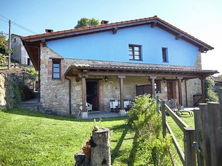 Beautiful family house with pool near the beach and the mountains of Asturias