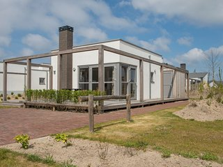 Detached, single-storey holiday home just steps from the sea