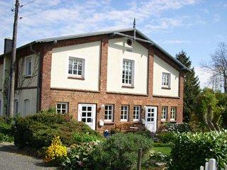 Cozy Apartment near Steffenshagen  Kuhlungsborn with Garden