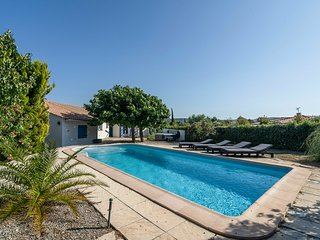 Villa with airco, swimming pool, jacuzzi with beautiful view in perfect walking