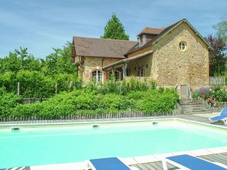 Set of 4 luxury cottages, a beautiful house, and a private heated pool.