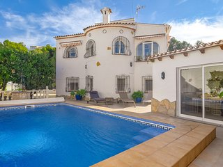 Beautiful 4-6-person villa with swimming pool in unique setting, 50m from the go