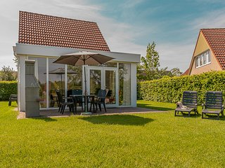 Tidy holidayhome with dishwasher, near the Emslandermeer