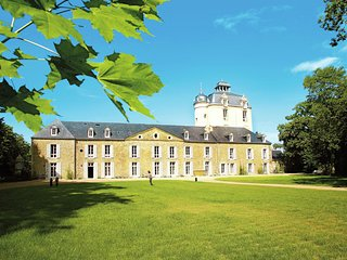 Nice apartment in a castle not far from the Breton beaches