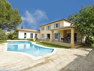 Luxurios villa in Castillon-du-Gard with outdoor kitchen