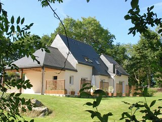 Beautiful holiday home with large garden in Brittany 1 km from the beach
