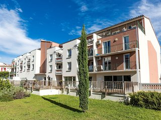 Well-kept apartment in a pleasant town in the Provençe