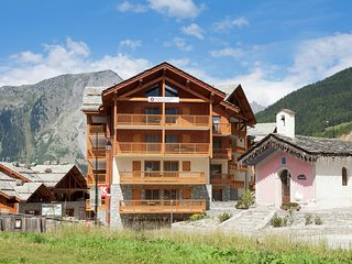 Modern apartment near the ski lift in an authentic village